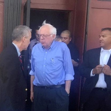 Bernie Sanders visits one of S.F.'s last great newspaper bars